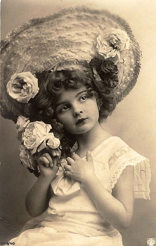 vintage-postcard-big-hat