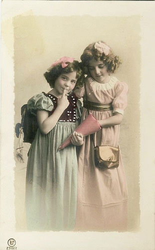 vintage-postcard-girls1