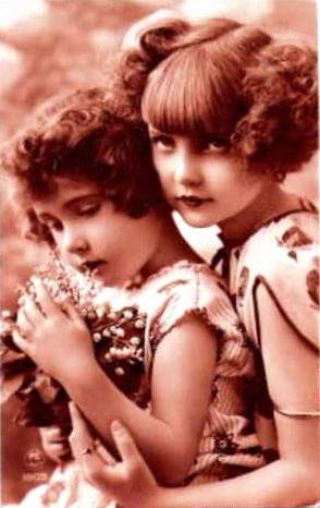vintage-postcard-two-girl