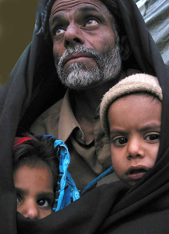 bangash-khan-earthquake-victims-wait-for-relief