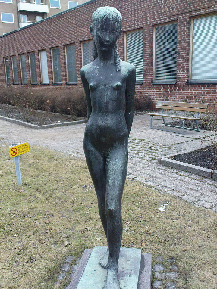 Gunnar Nilsson - Mimi (The Little Bather) - Karlavägen, Stockholm, Sweden (2)