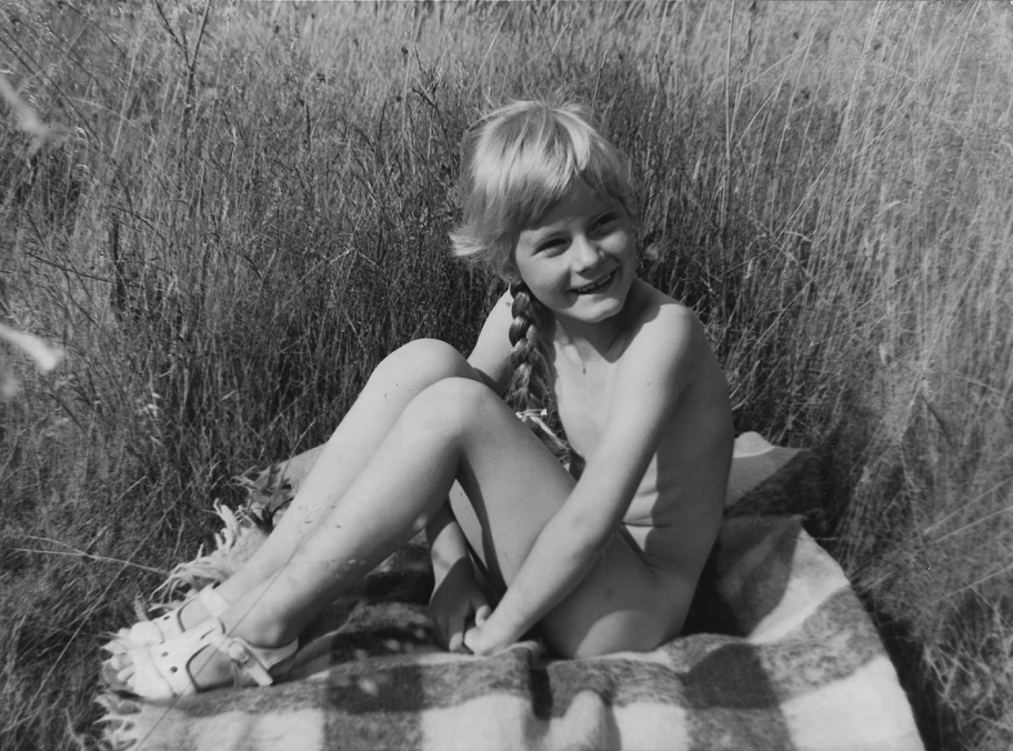 Как Советская Школьница Позировала Фотографу Обнаженной