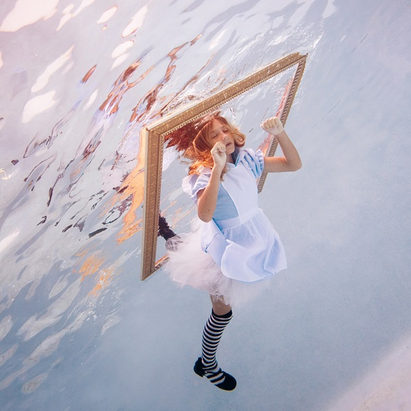 Elena Kalis - Looking Glass (Date Unknown)