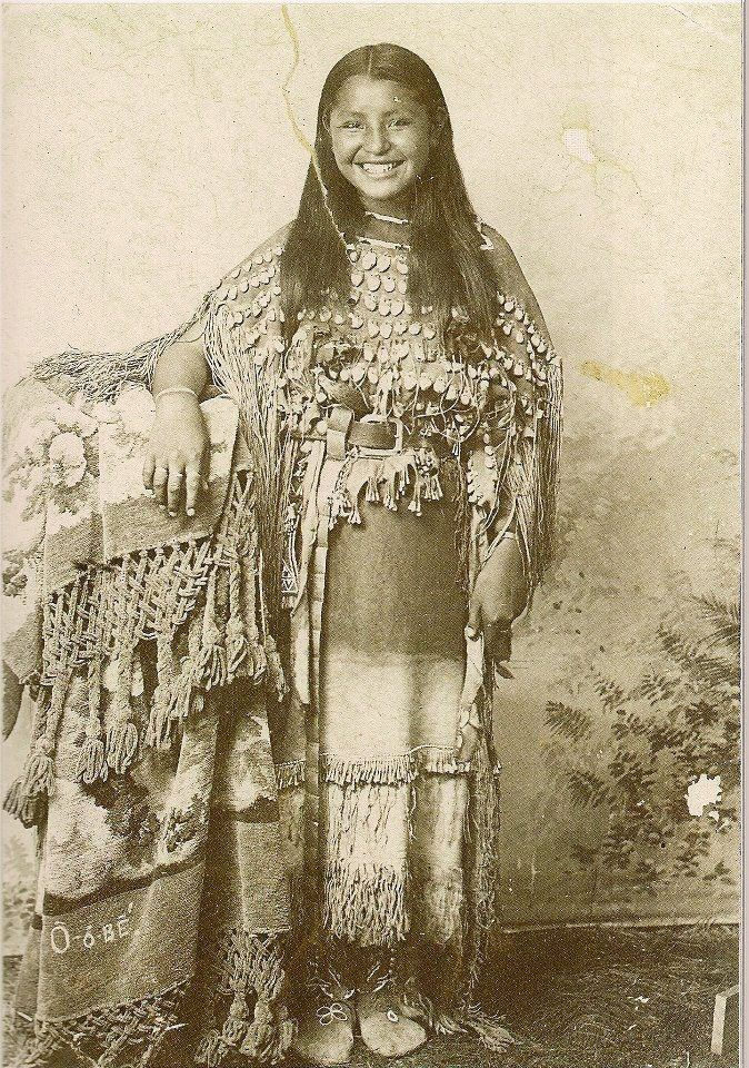 (Photographer Unknown) - O-o-be-aka Oyebi Kiowa girl (c1894)