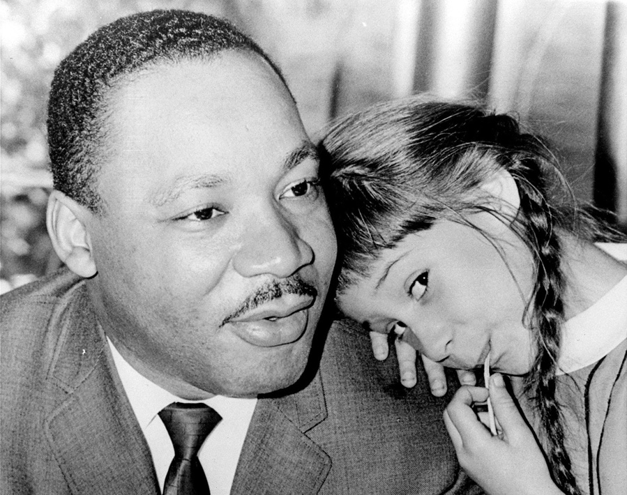 AP (Beaumont) - Martin Luther King Jr. & 6-year-old Robin Arrington (1966)
