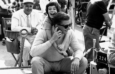 Photographer Unknown - Mary Badham, Robert Mulligan on the set of 'To Kill a Mockingbird' (2)