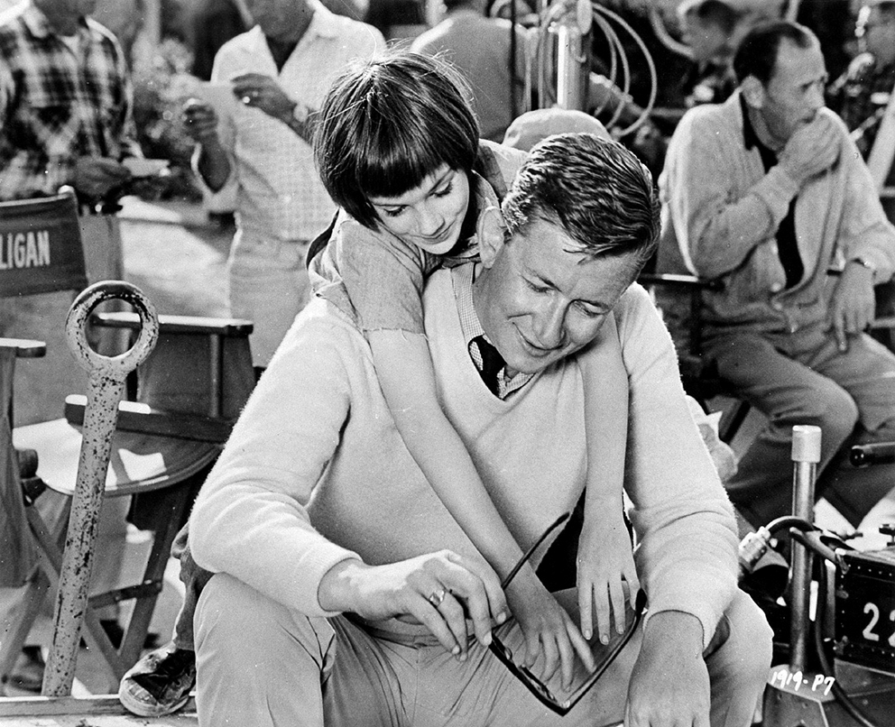 Photographer Unknown - Mary Badham, Robert Mulligan on the set of 'To Kill a Mockingbird' (1)