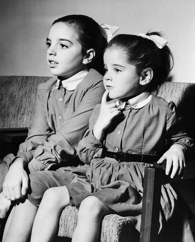 (Photographer Unknown) - Liza Minnelli and Lorna Luft Watching Wizard of Oz (1956)