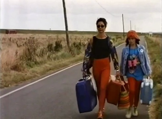 Philippa Lowthorpe and Lucy Ellmann - The Spy Who Caught a Cold (1995) (1)