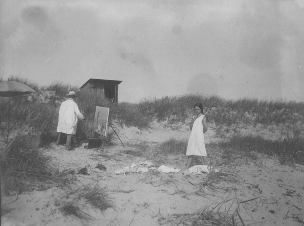 Photographer Unknown - Laurits Tuxen painting 'Sommerdag på Skagen Strand med Figurer' (1)