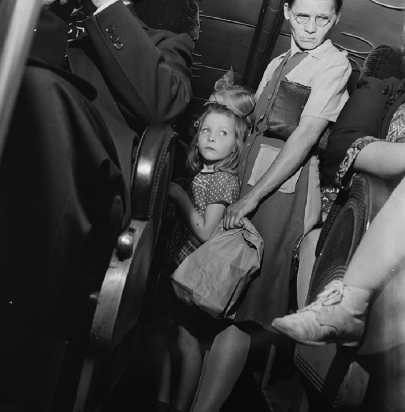 Esther Bubley - Passengers standing in the aisle of a Greyhound bus (1943)