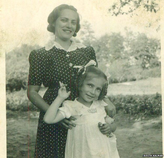 Eva Weinberger with her mother Mancika