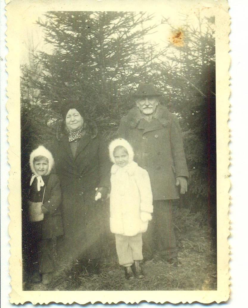 Marika (L) and Eva (R) with their grandparents Ilona and Kalman Weinberger