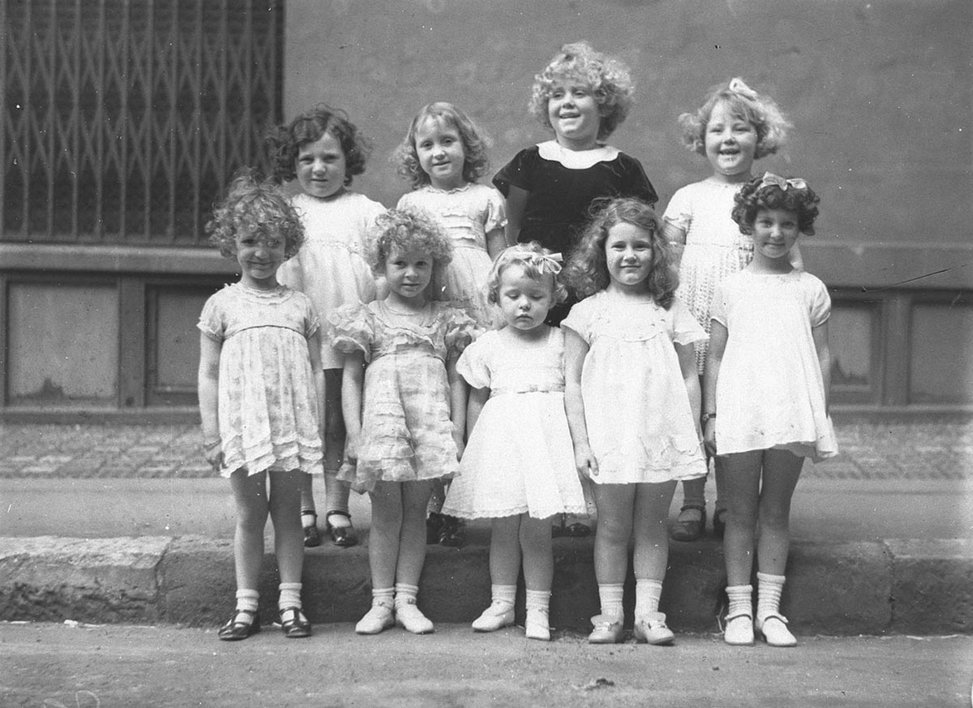 Sam Hood - Nine girls in a Shirley Temple look-alike contest (1934)